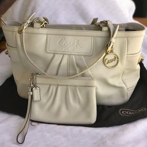 Coach East-West Gallery Tote w/White wristlet